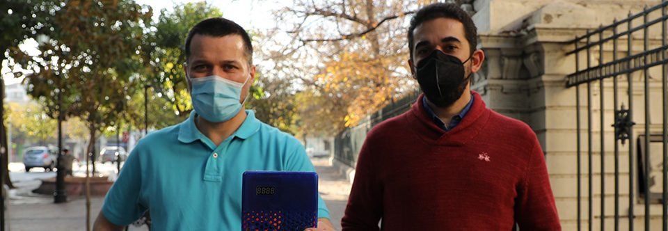 Chilean scientists create a device that indicates the risk of coronavirus infection in enclosed spaces